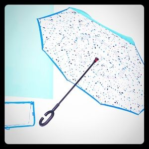 DSW Umbrella ☂ closes in reverse! new in package